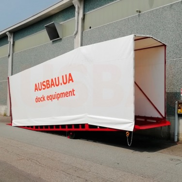 Mobile ramp with tent for the customer in Italy
