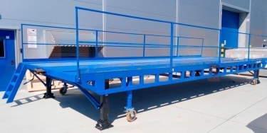 Usage of prefabricated ramps for heavy-duty vehicles