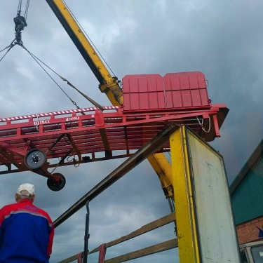 Three-side unloading mobile ramp to Hungary