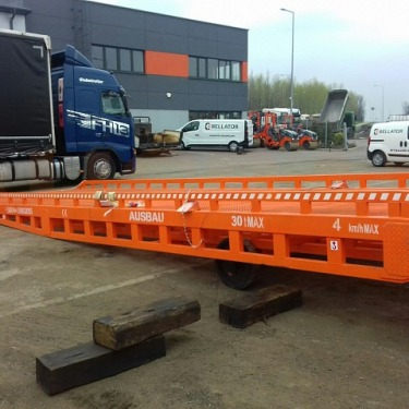 30 tons' mobile ramp for loading road construction equipment