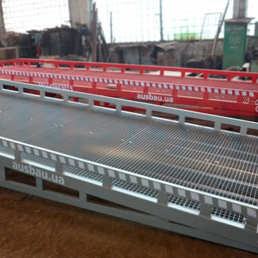 Mobile ramp with manual and electric hydraulics for the customer in Germany